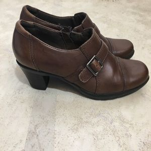 Clark's Bendables Brown Heeled Ankle Booties Sz 6